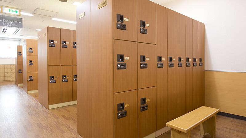 出典:http://tip.tipness.co.jp/shop_info/SHP005/introduction/ ティップネス 五反田店 ロッカールーム