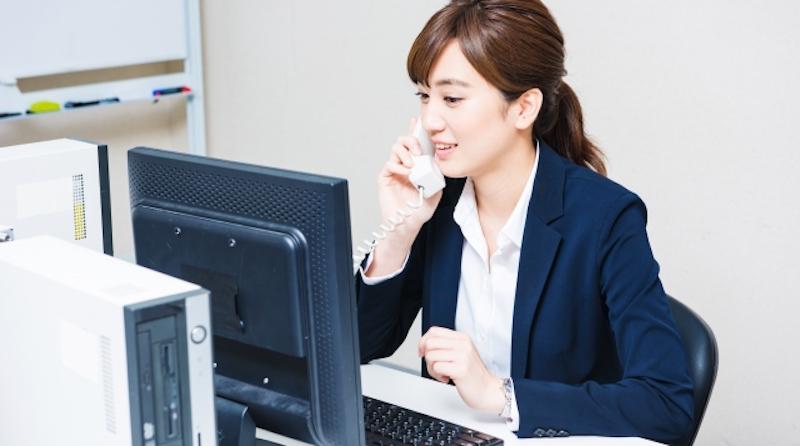 オフィスの女性社員