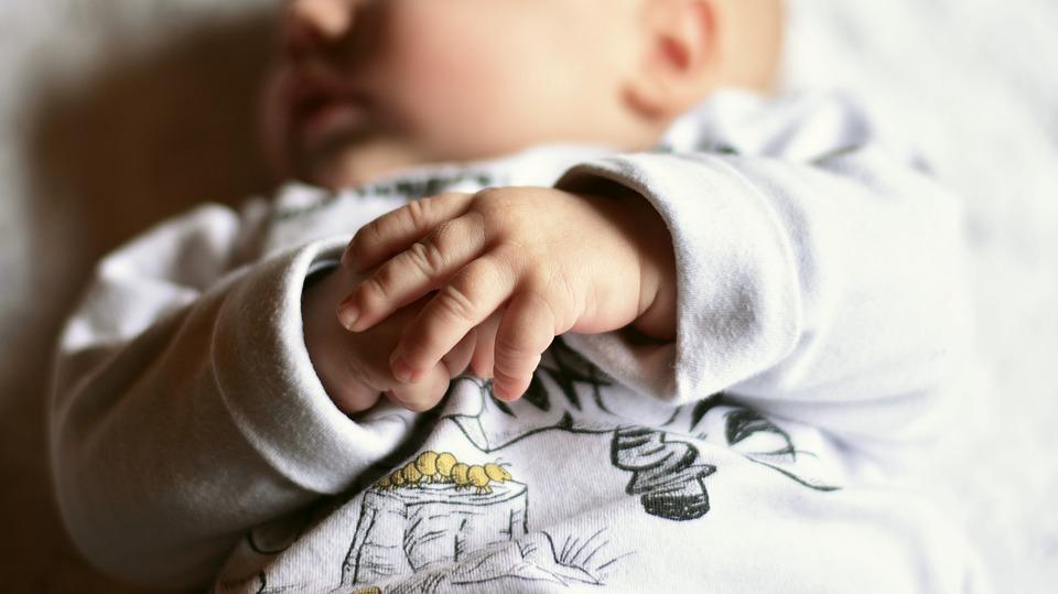 赤ちゃんの可愛い手
