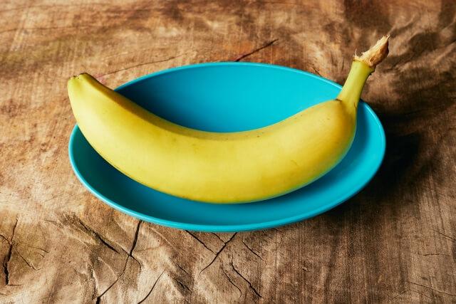 お皿にのったバナナ