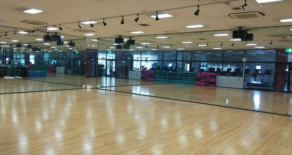コナミスポーツクラブ和光店 スタジオ<br />出典http://information.konamisportsclub.jp/007851/equipments.html