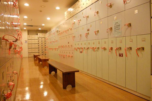 コナミスポーツクラブ所沢店ロッカールーム 出典:https://information.konamisportsclub.jp/ksc/004053/facility.html