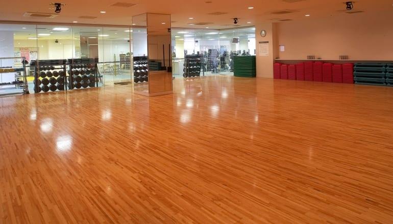 スポーツクラブルネサンス石神井公園24 第1スタジオ 出典:https://www.s-re.jp/shakujiikoen/facility/