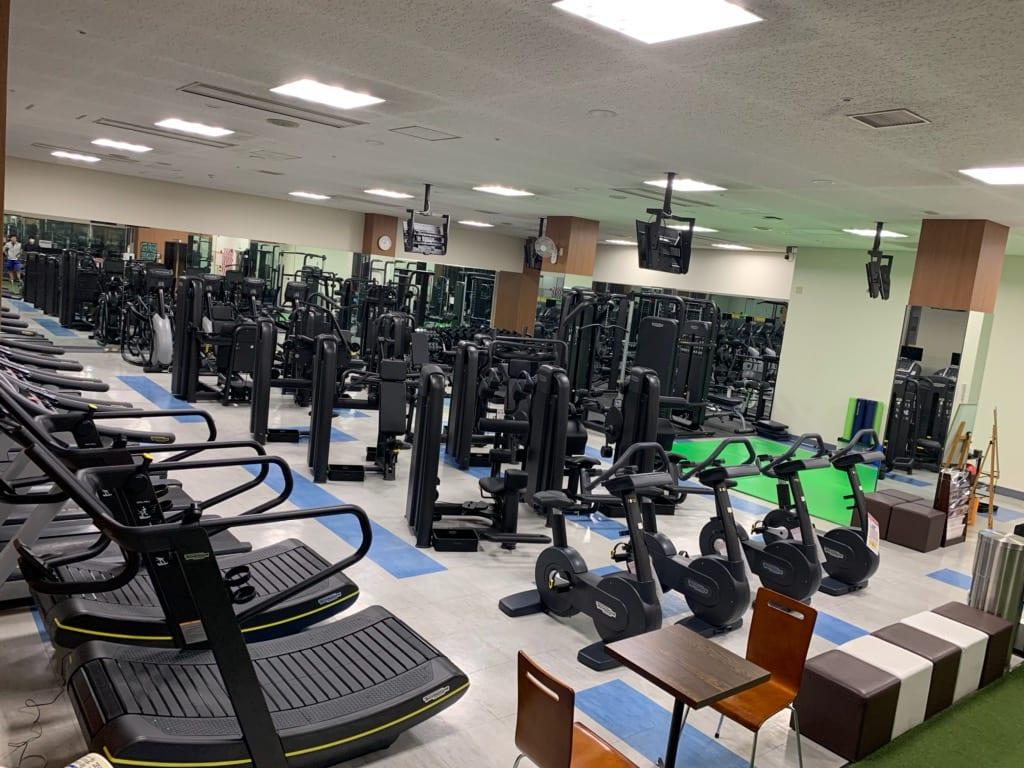 スポーツクラブルネサンス光が丘 マシンエリア 出典:https://www.s-re.jp/hikarigaoka/facility/